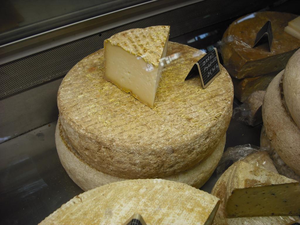 expositor de quesos París II Quesos artesanos españoles