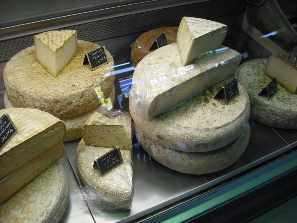 expositor de quesos París Quesos artesanos españoles