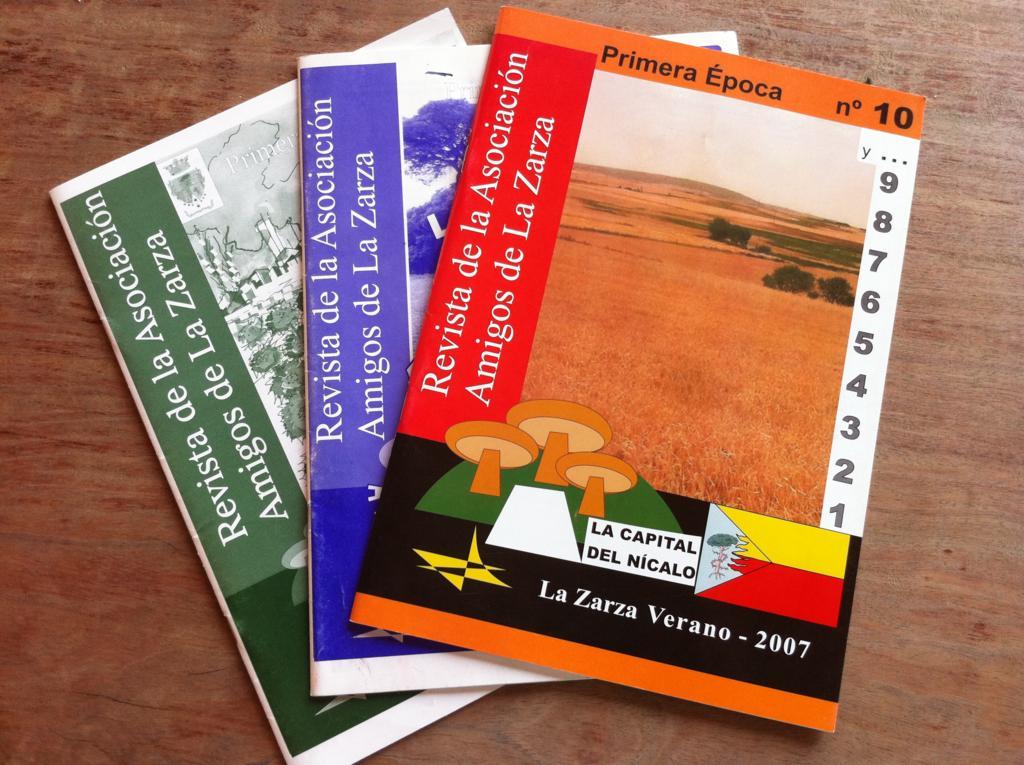 ejemplares de la revista de la asociación amigos de la zarza Amor por la tierra