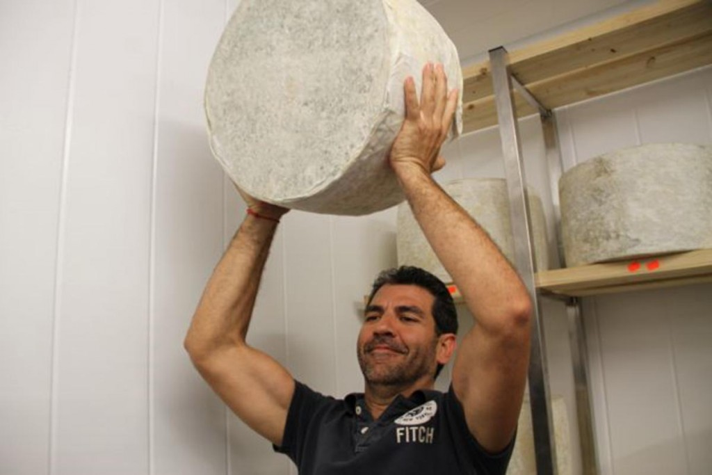 elaboración en Granja Cantagrullas con Paco Roncero 26 1024x683 El queso de Paco Roncero